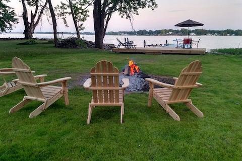 Cozy Lakeside Camp