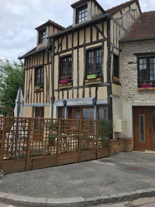 Maison d'accueil atypique à colombage