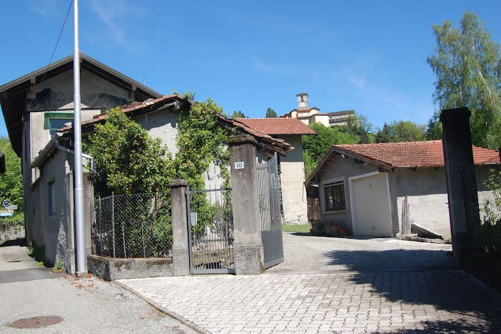 Hold Farmhouse B&B with 3 Bedrooms  - Brezzo di Bedero - Hus