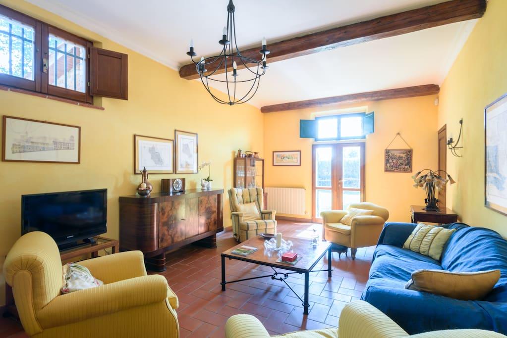 Villa along the Tuscan wine road