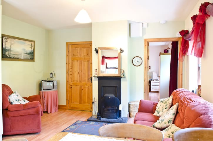 Mountshannon Cottage  - Clare - Byt
