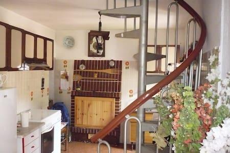 casa vacanza ivo & teresa - Tallacano fraz.di Acquasanta Terme ap - บ้าน