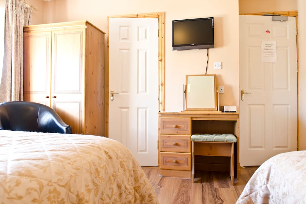 Bedroom double and single beds ensuite
