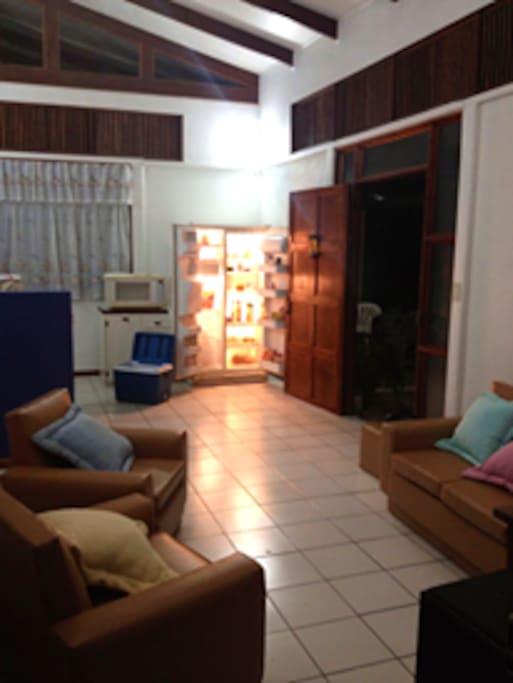 Sala y cocina totalmente equipada