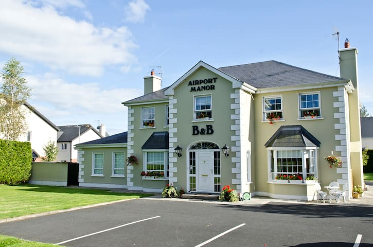 Airport Manor, Double Bed x 1 - Shannon - Bed & Breakfast