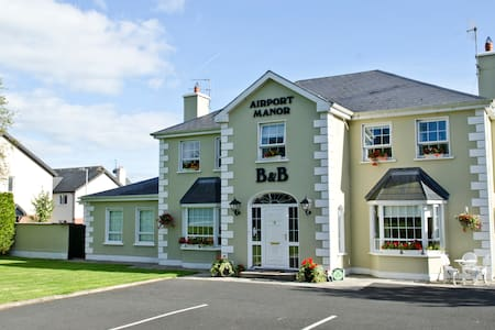 Airport Manor, Double Bed x 1 - Shannon - Penzion (B&B)