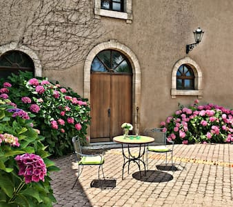 Groom's Cottage/Chateau Hubertiere - France - Bouresse