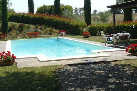 Casa nel Chianti con piscina - Castelnuovo Berardenga - บ้าน
