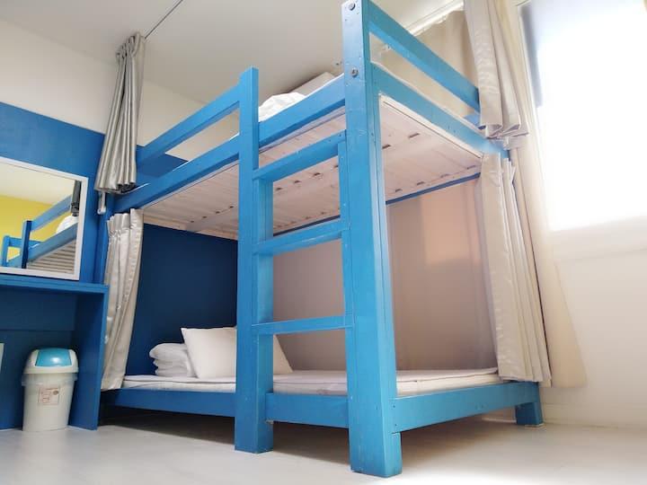 慢城青年旅馆-整洁简约方便的住宿~~^^四人女生宿舍(1张床位)