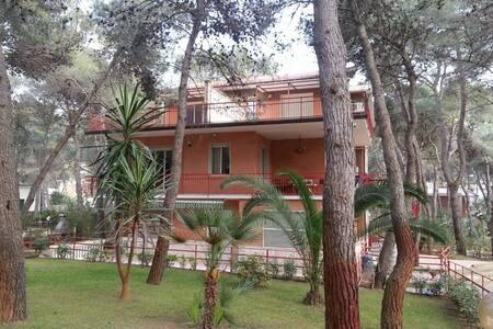 Attico in villa con giardino - Castellaneta Marina - อพาร์ทเมนท์