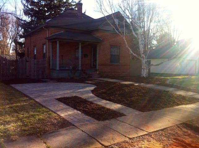 Cozy Home in Old Town, Walk To CSU and Downtown