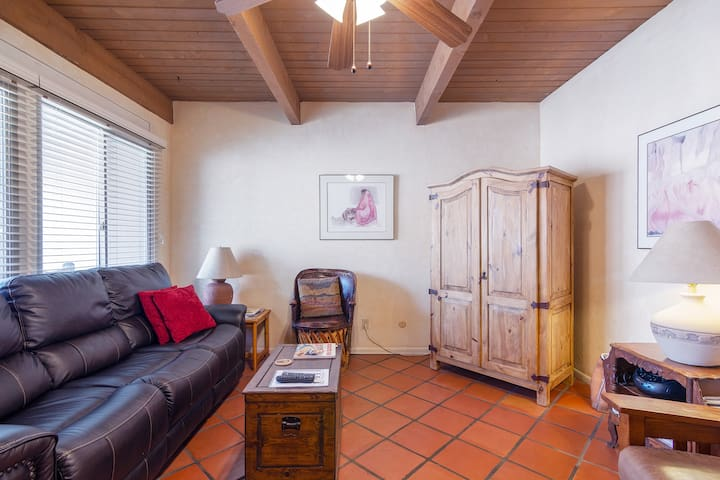 Cozy Downtown Santa Fe Condo
