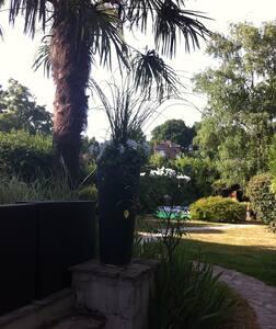 Chambre privée/Villa à 20min Paris - Garches - Hus