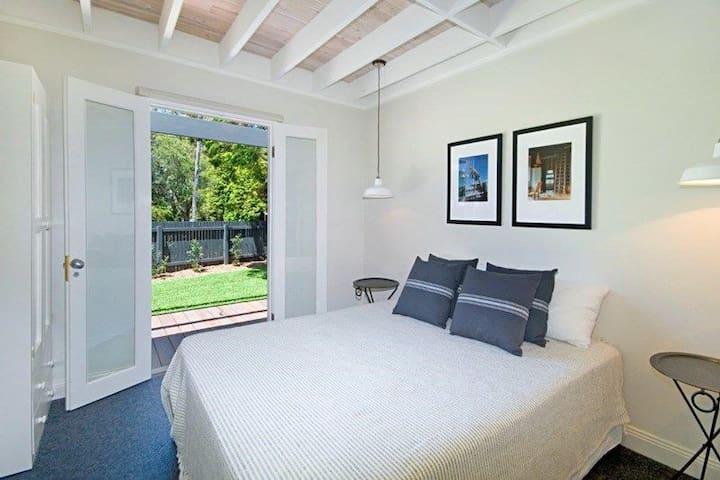 Bedroom main - Queen bed