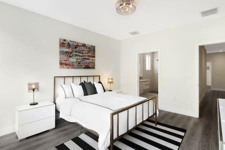 ***Five Star Designer Miami Home (4BR)***