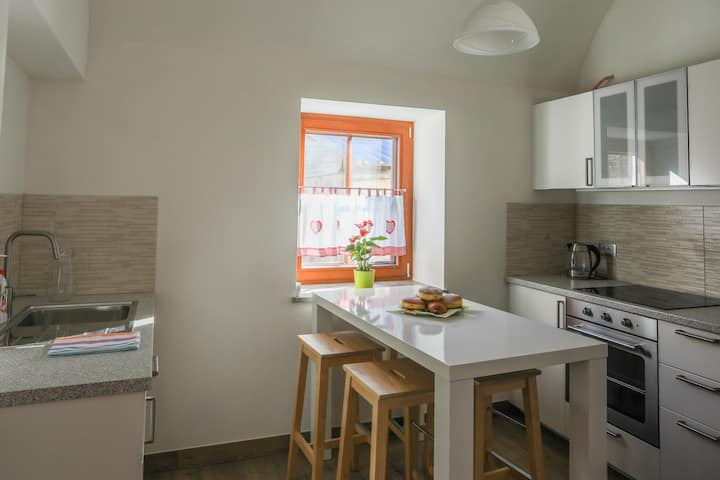 Cosy & Modern Apt Ideal for Couples or Families