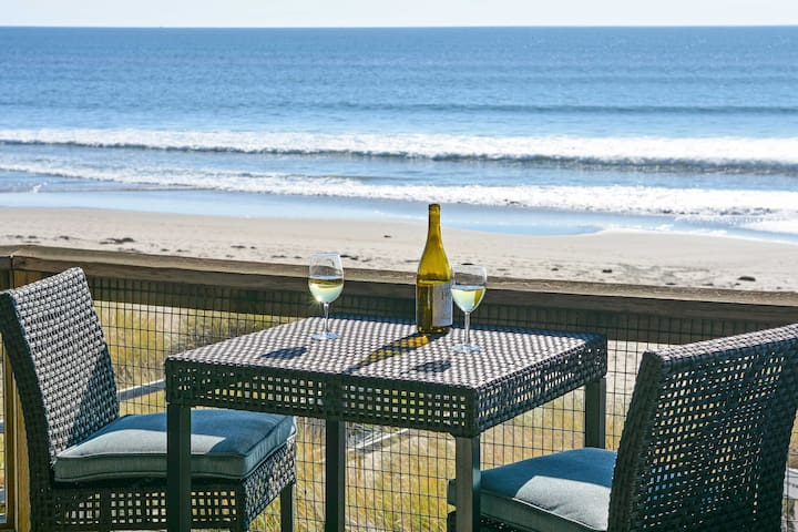 Oceanfront 1BR Condo Located on Monterey Bay