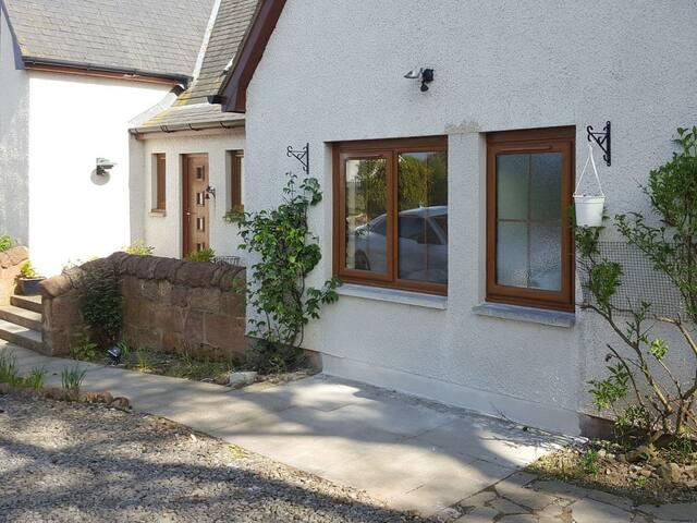 Canterra Cottage Apartment - UK13401 (UK13401)