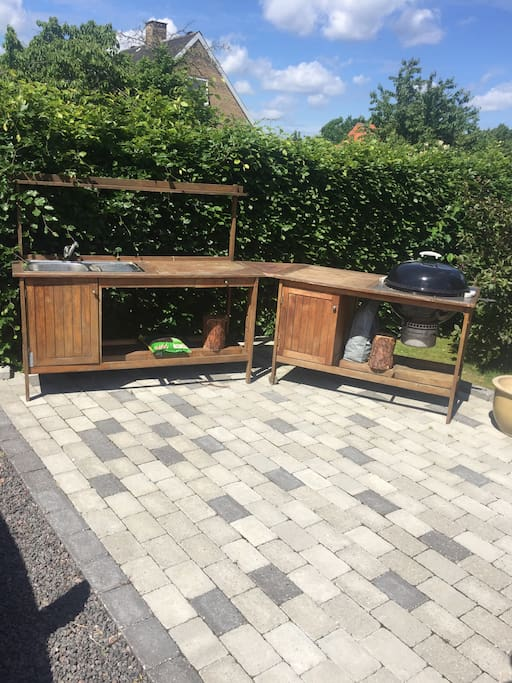 Outdoor kitchen, ideal for barbecue during the summer nights
