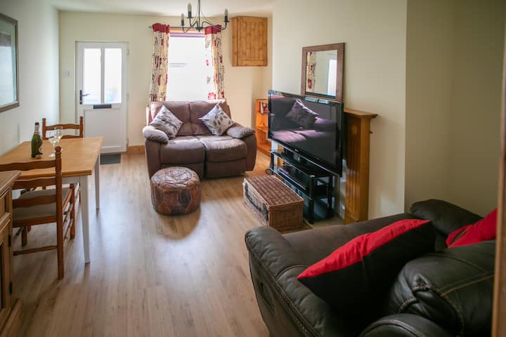 Charming terraced cottage close to Alton Towers