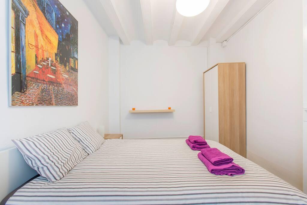 Habitaci n grande y luminosa chambres d 39 h tes louer - Chambre d hote barcelone centre ...