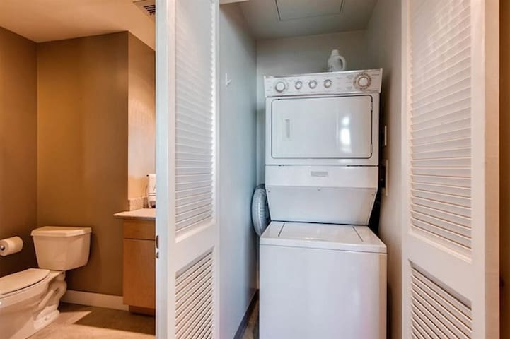 Washer and dryer (guest may use $6 per load)