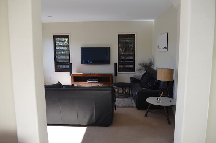 Palm Springs Beach House - Papamoa - Dom