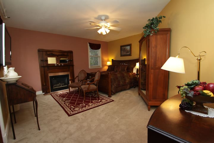 Hennessey House Bed and Breakfast - Pheasant Dreams