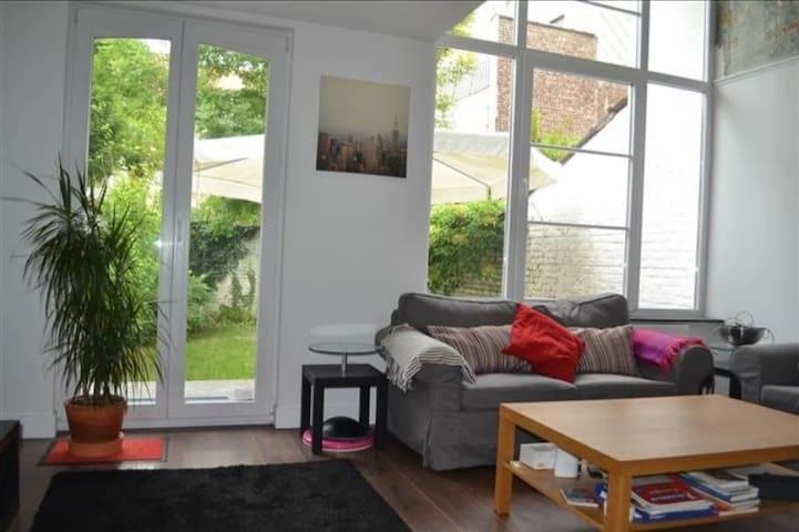 Beautiful calm duplex with garden  eu quarter