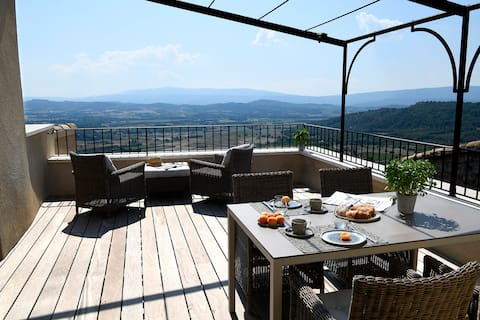 The best view in the beautiful village of Gordes