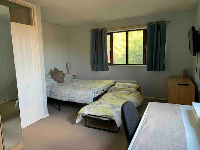 Spacious double/triple room with ensuite