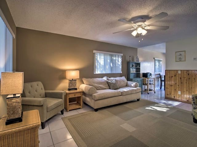 Quiet 2/1 near beach- Cape Canaveral