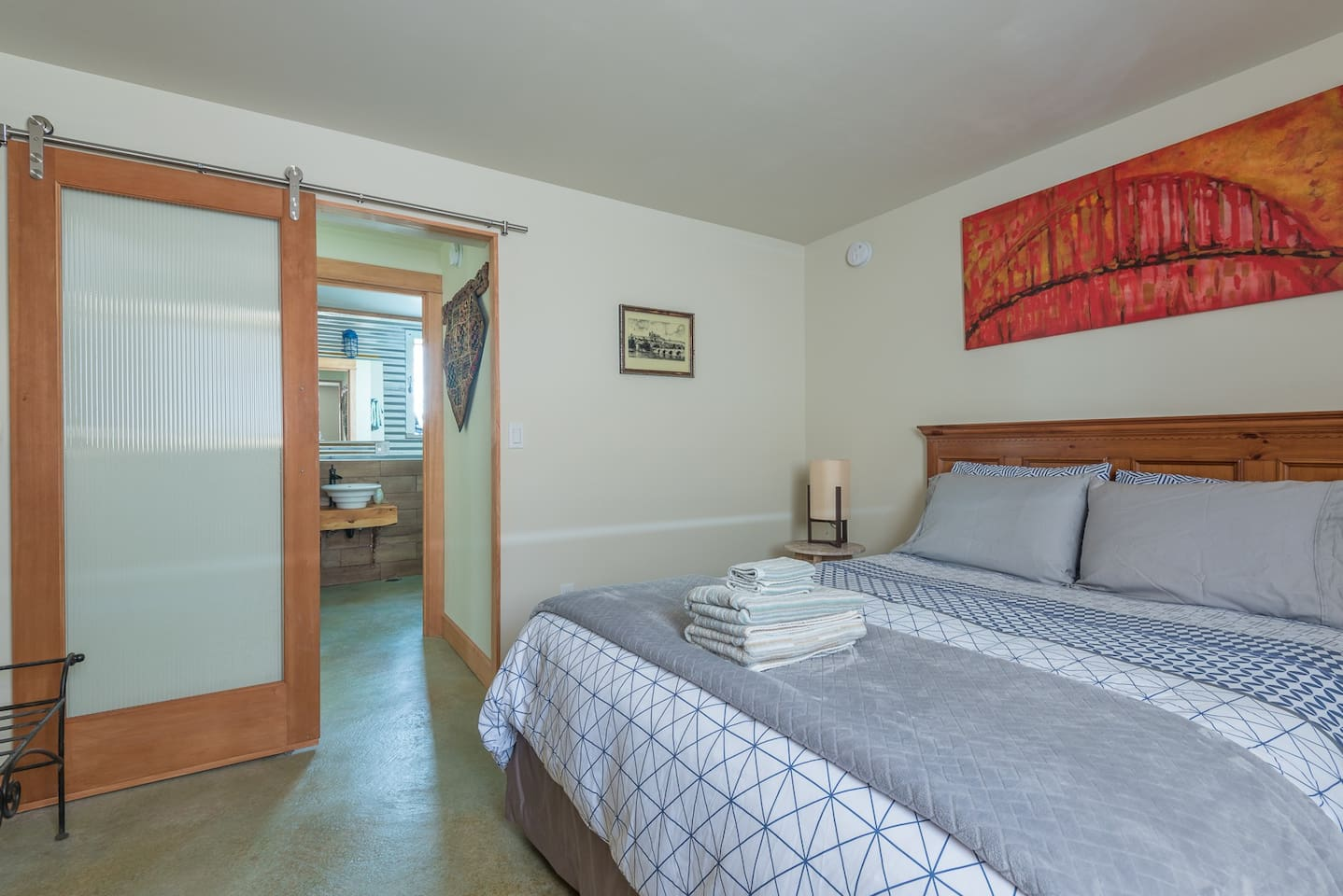 Easy street parking ac walk to division guest suites for rent queen bed with barn style door for privacy solutioingenieria Gallery