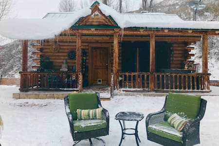 Private Riverfront Cabin-25 minutes from PARK CITY