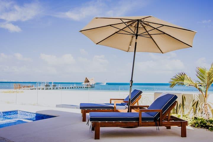 Lujosa y nueva casa con playa privada Zonahotelera