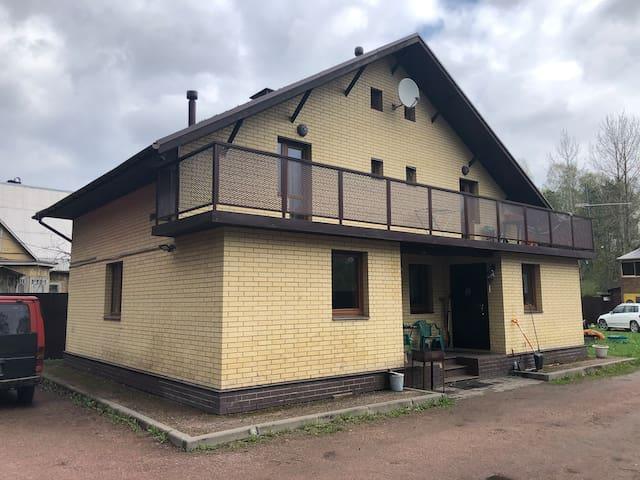 Дом на берегу кавголовского озера