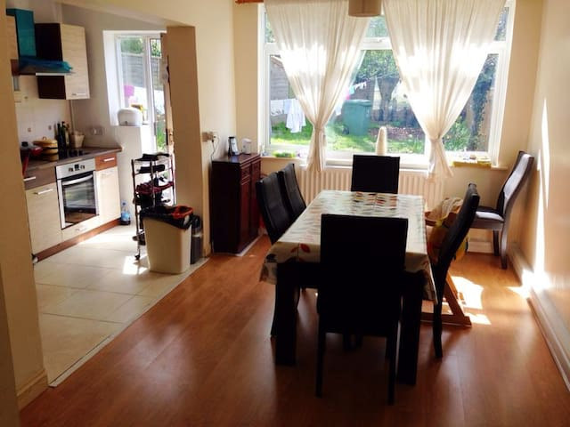 Comfortable room, close to City Centre and JR Hosp - Oxford - Bed & Breakfast