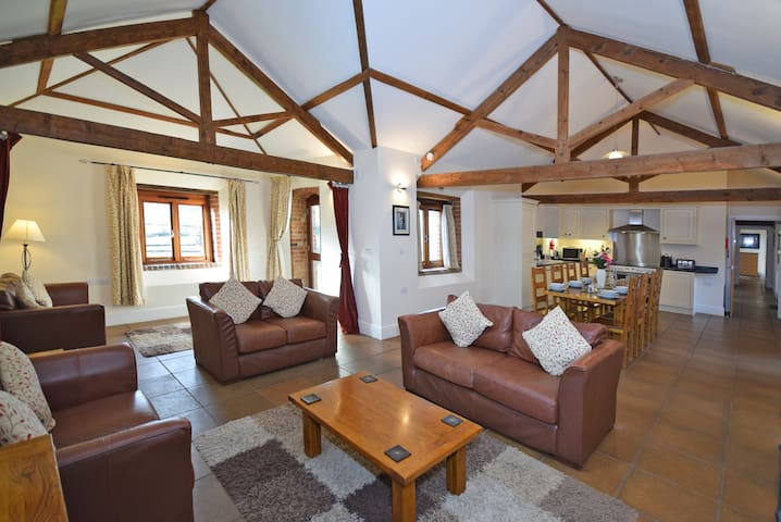 Spacious, Rural, South Facing Cottage