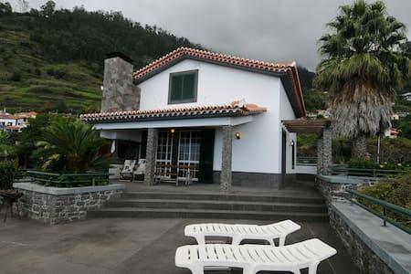 """House of the""""Coelha"""" - Arco da Calheta"""