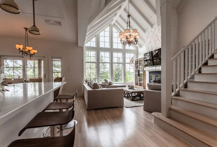 4 Bedroom With Hot Tub Luxury in Tremblant