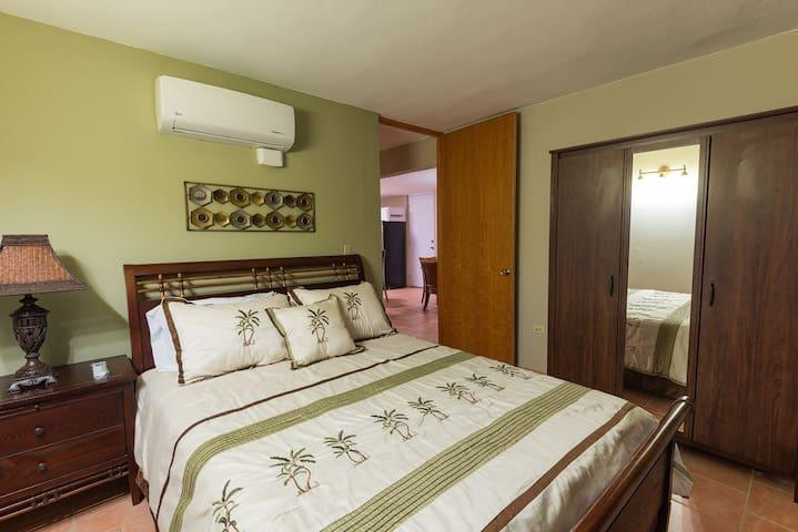 Master bedroom, A/C