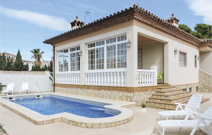 Holiday cottage with 4 bedrooms on 140m² in Miami-Platja