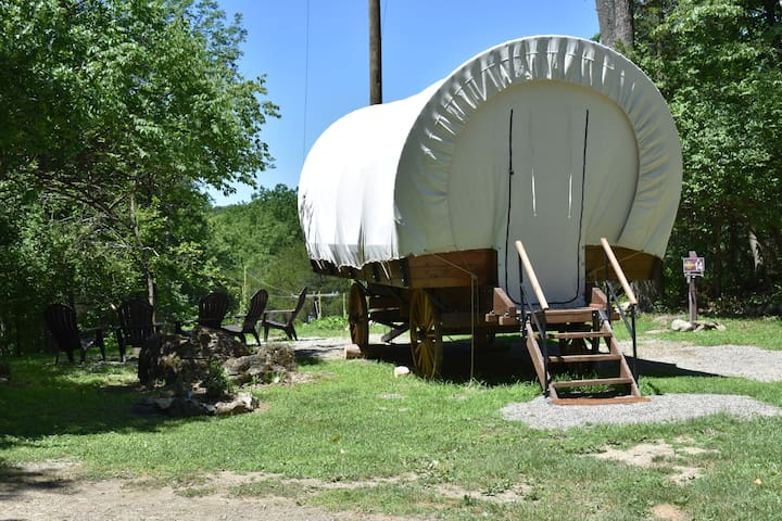 Cozy Covered Wagon Rental - A14 @ The Great Divide