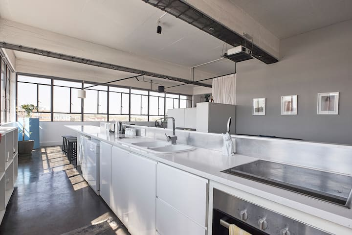 705 - The Perfect Penthouse in Maboneng, Jhb