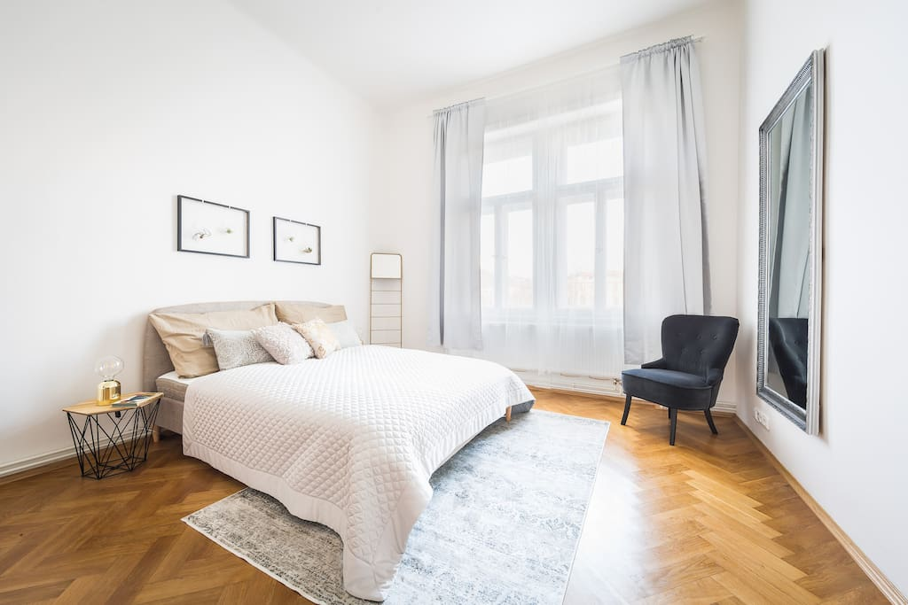 180cm Queen Bed for the comfortable sleep. Get some rest before discovering Prague!