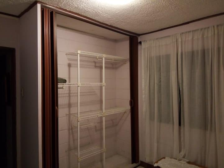 Cómoda Habitación Individual en Apartamento