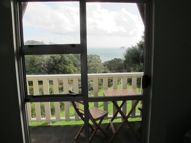 Whare Iti - cosy with fabulous views