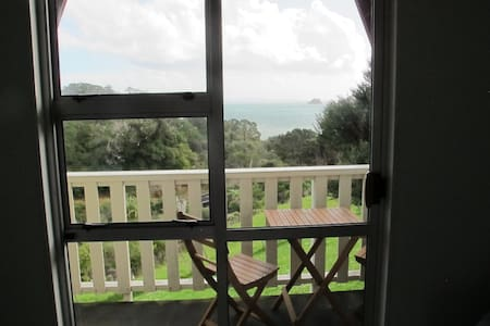 Whare Iti - cosy with fabulous views - Amodeo Bay