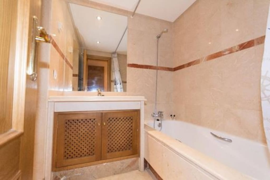 Master bedroom bathroom - Practical en - suite with partitioned WC