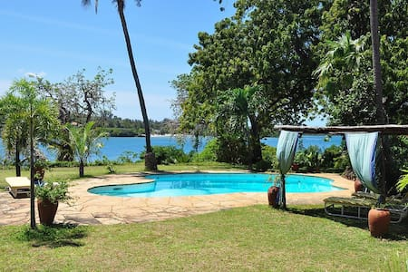 Idyllic beach front house Mombasa - มอมบาซา